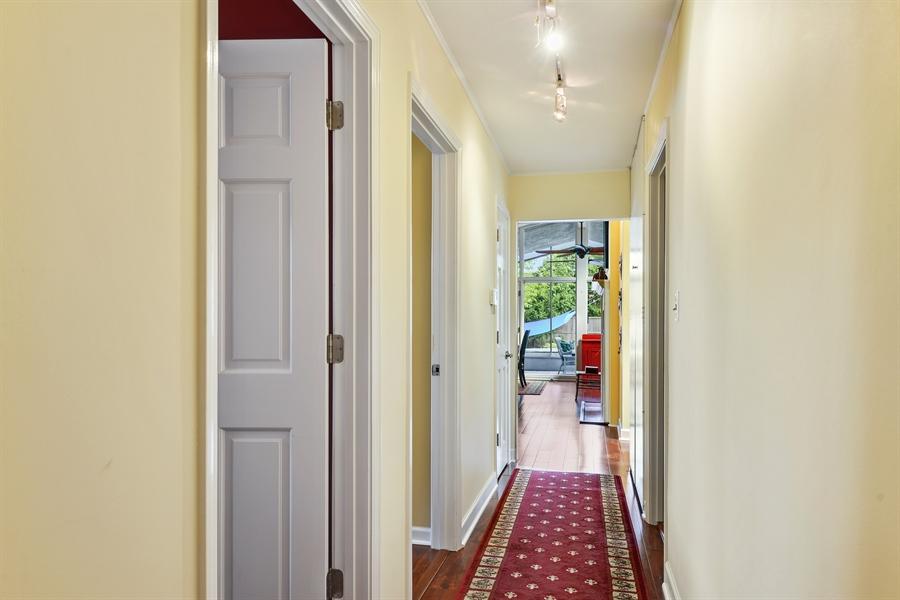 Real Estate Photography - 118 Lockerbie Ln, Wilmette, IL, 60091 - Hallway