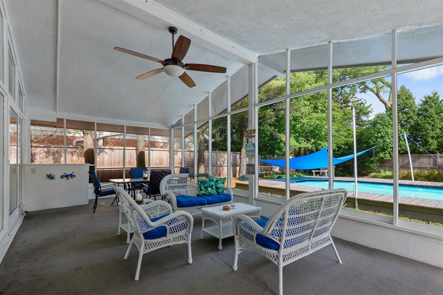 Real Estate Photography - 118 Lockerbie Ln, Wilmette, IL, 60091 - Screened Porch