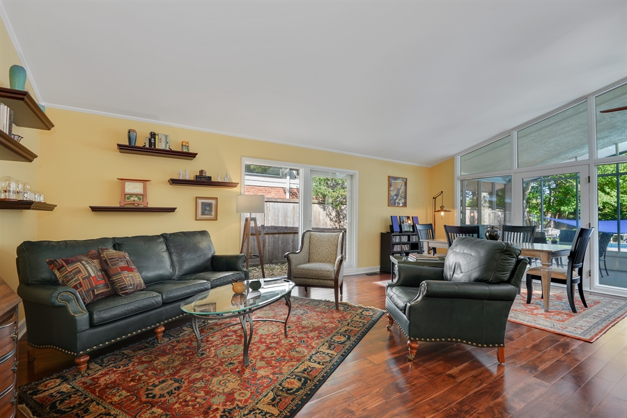 Real Estate Photography - 118 Lockerbie Ln, Wilmette, IL, 60091 - Living Room / Dining Room
