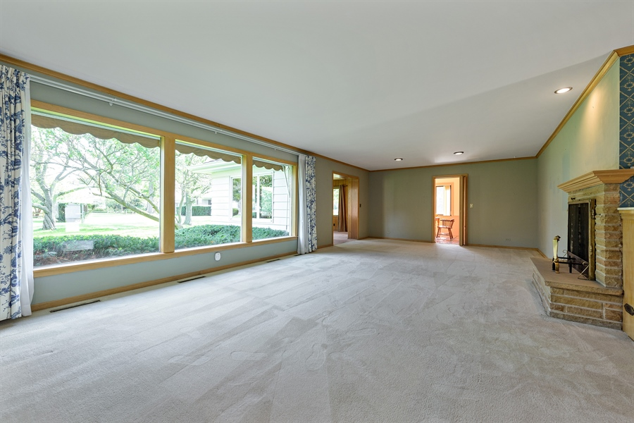 Real Estate Photography - 4050 Bunker Ln, Wilmette, IL, 60091 - Living Room