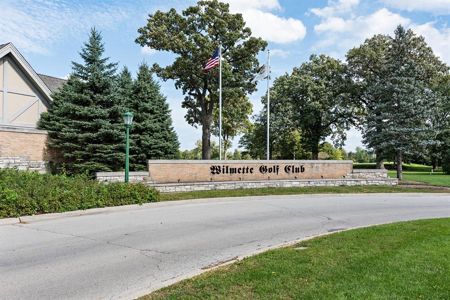 Real Estate Photography - 4050 Bunker Ln, Wilmette, IL, 60091 - Neighborhood