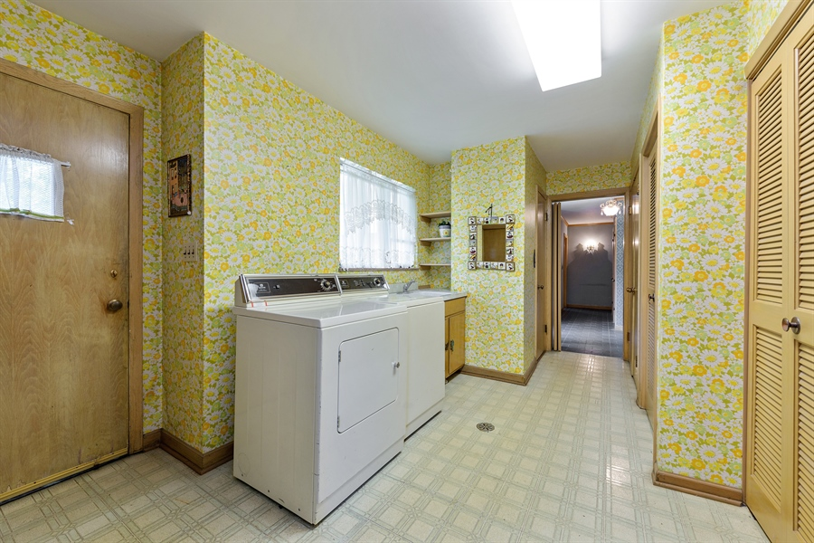 Real Estate Photography - 4050 Bunker Ln, Wilmette, IL, 60091 - Laundry Room