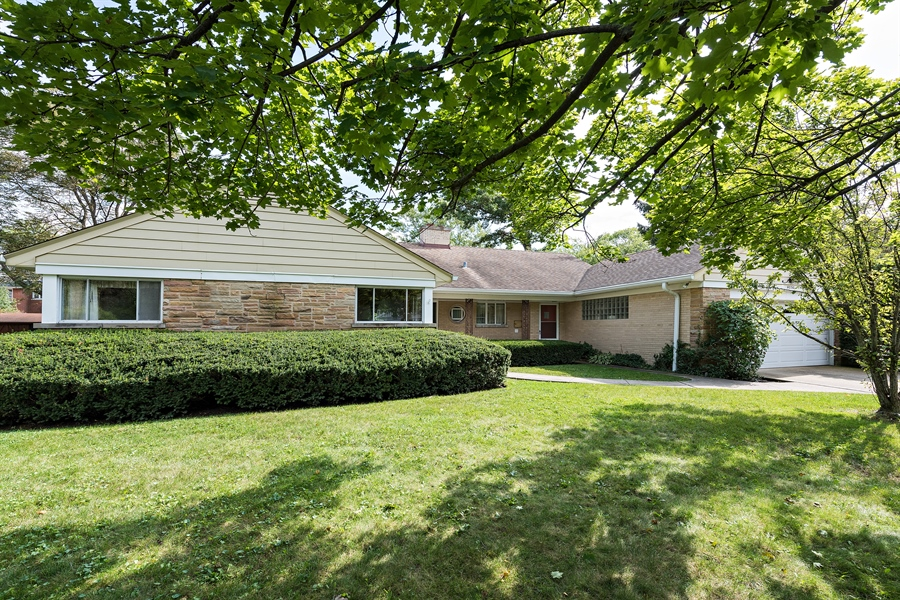 Real Estate Photography - 4050 Bunker Ln, Wilmette, IL, 60091 - Front View