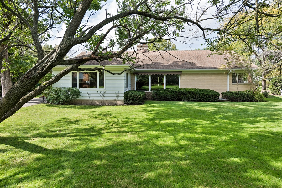 Real Estate Photography - 4050 Bunker Ln, Wilmette, IL, 60091 - Rear View