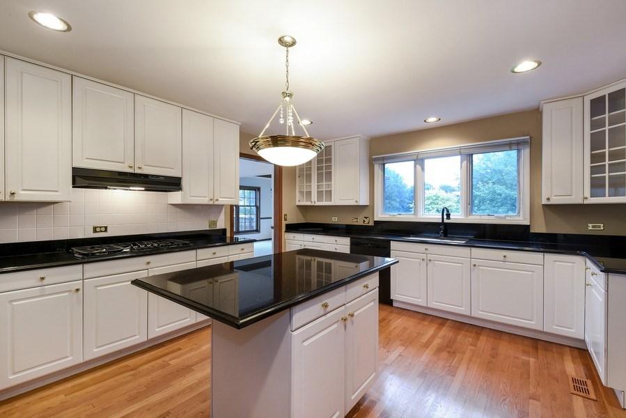 Real Estate Photography - 1 Brookhaven Cir, South Barrington, IL, 60010 - Kitchen