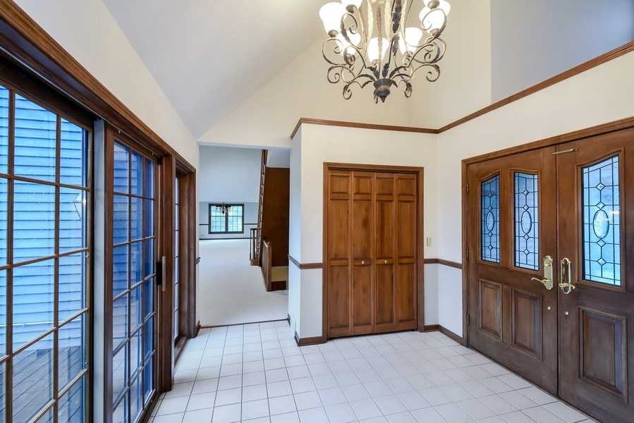 Real Estate Photography - 1 Brookhaven Cir, South Barrington, IL, 60010 - Foyer