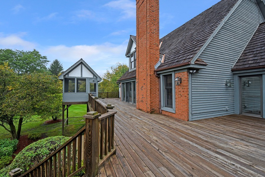 Real Estate Photography - 1 Brookhaven Cir, South Barrington, IL, 60010 - Deck