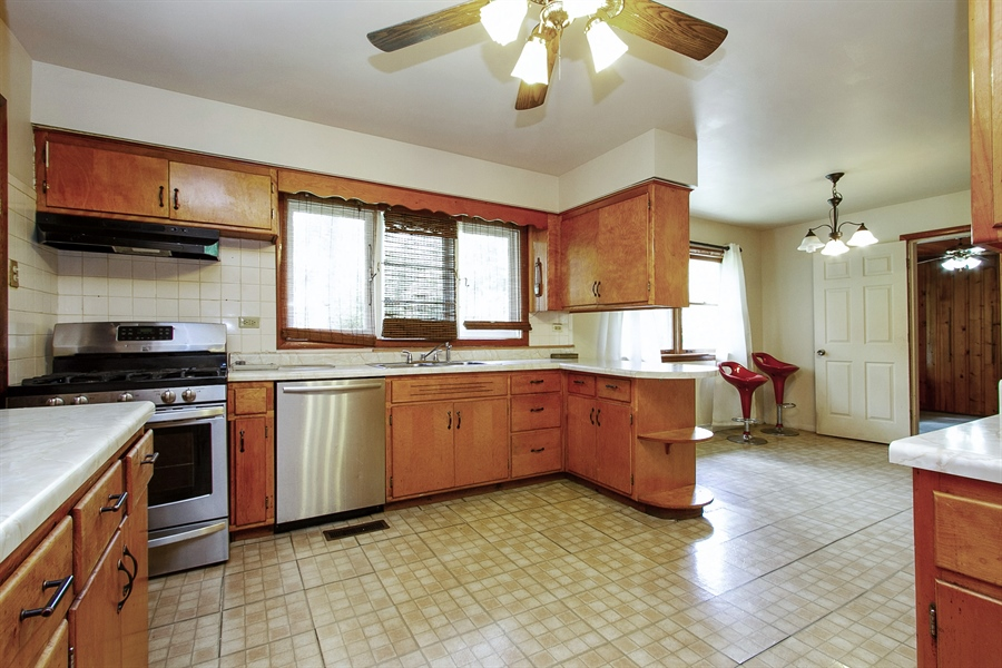 Real Estate Photography - 792 Cumnock, Olympia Fields, IL, 60461 - Kitchen