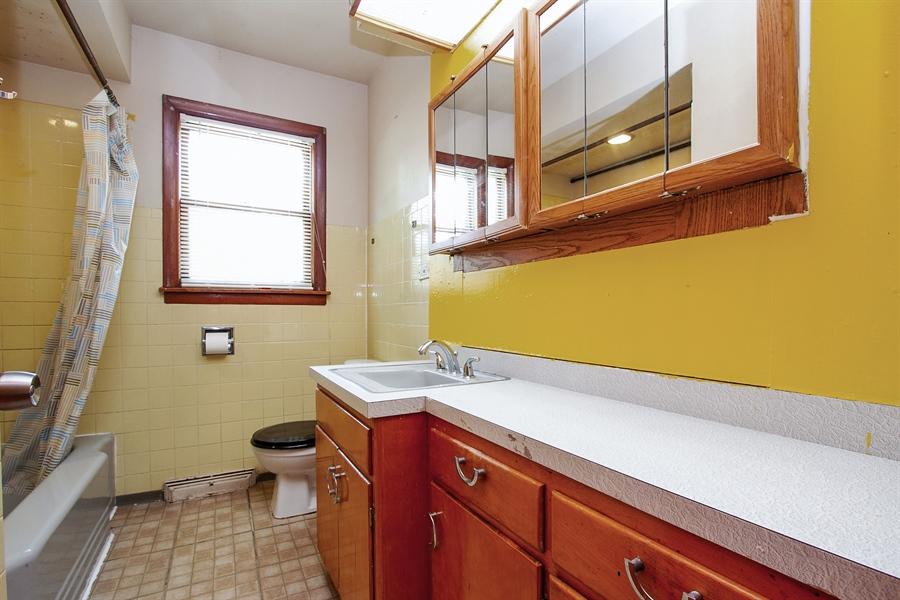 Real Estate Photography - 792 Cumnock, Olympia Fields, IL, 60461 - Bathroom