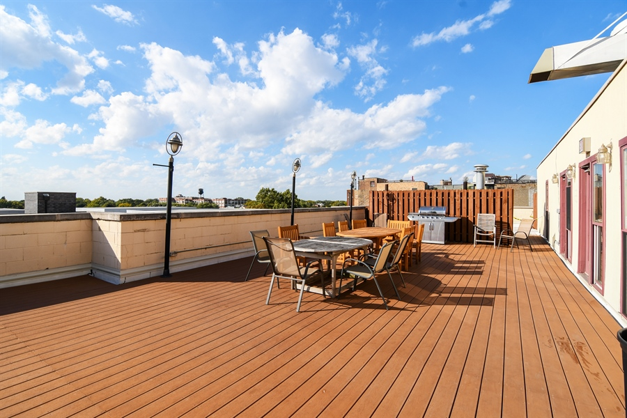 Real Estate Photography - 1645 W. School St., 421, Chicago, IL, 60657 - Roof Deck