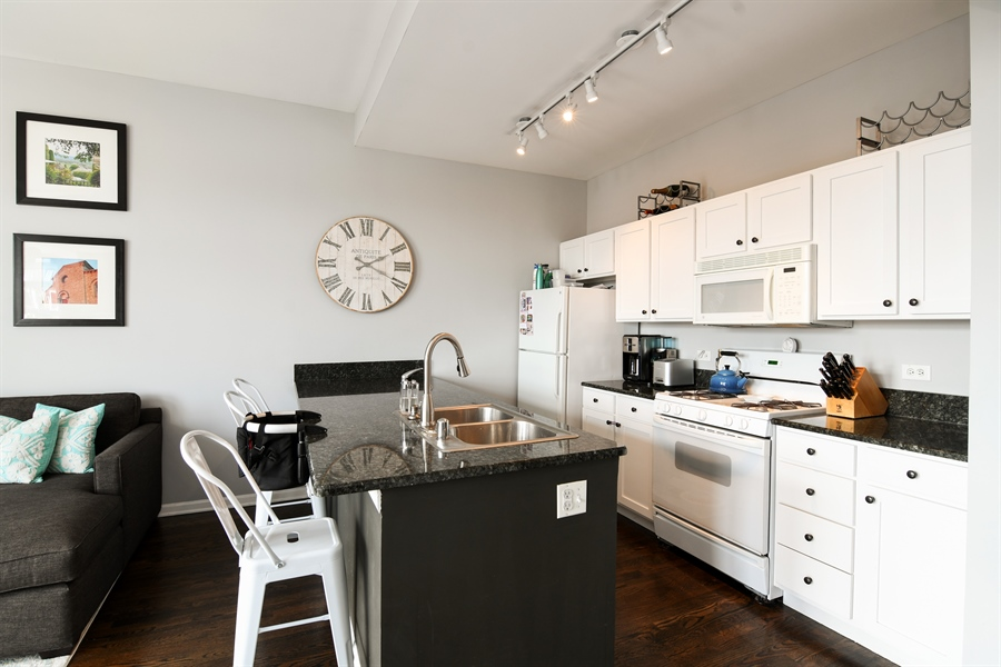Real Estate Photography - 1645 W. School St., 421, Chicago, IL, 60657 - Kitchen