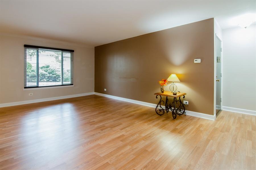 Real Estate Photography - 1745 Robin Walk, D, Hoffman Estates, IL, 60169 - Living Room