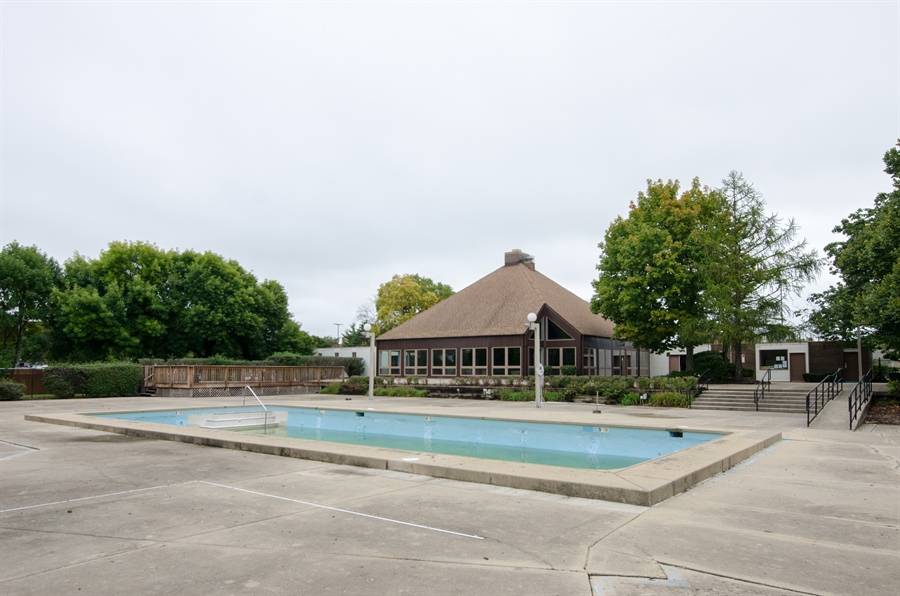 Real Estate Photography - 1745 Robin Walk, D, Hoffman Estates, IL, 60169 - Pool