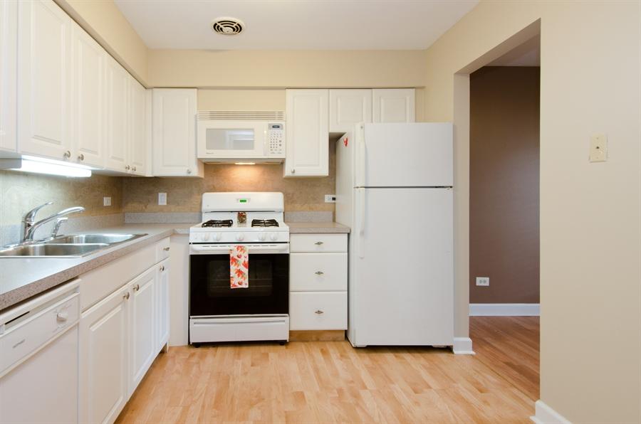 Real Estate Photography - 1745 Robin Walk, D, Hoffman Estates, IL, 60169 - Kitchen