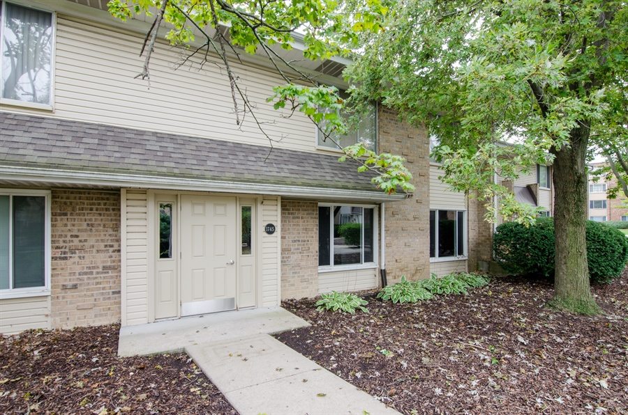 Real Estate Photography - 1745 Robin Walk, D, Hoffman Estates, IL, 60169 - Front View