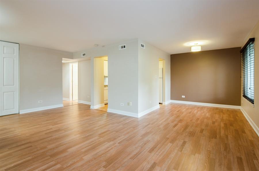 Real Estate Photography - 1745 Robin Walk, D, Hoffman Estates, IL, 60169 - Living Room / Dining Room