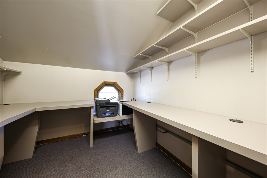 Real Estate Photography - 190 e columbia, elmhurst, IL, 60126 - 2nd Floor Office