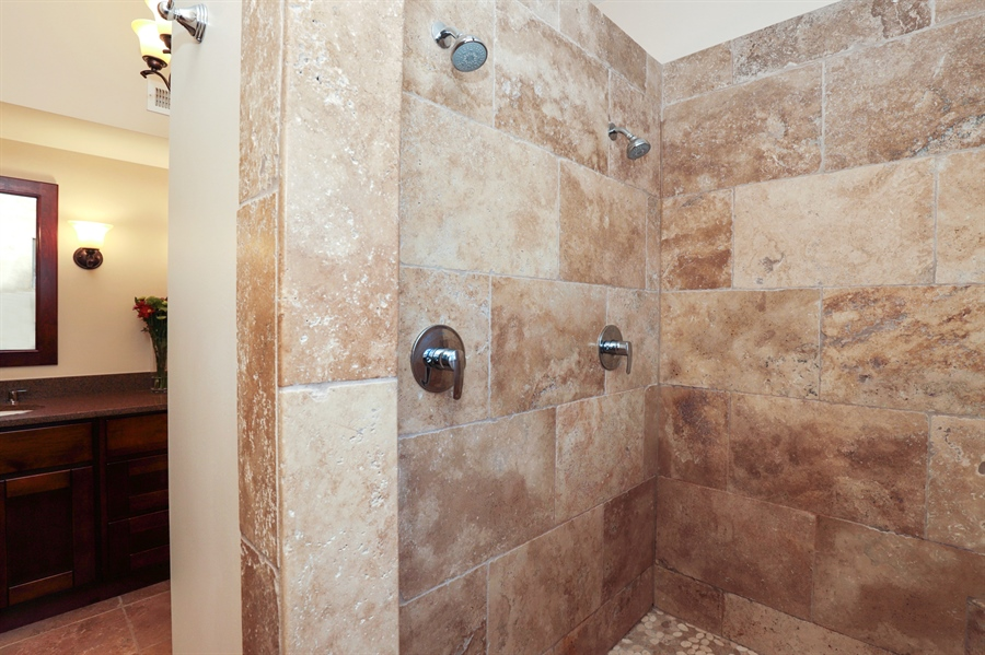 Real Estate Photography - 924 Wheeler, Libertyville, IL, 60048 - Master Bathroom