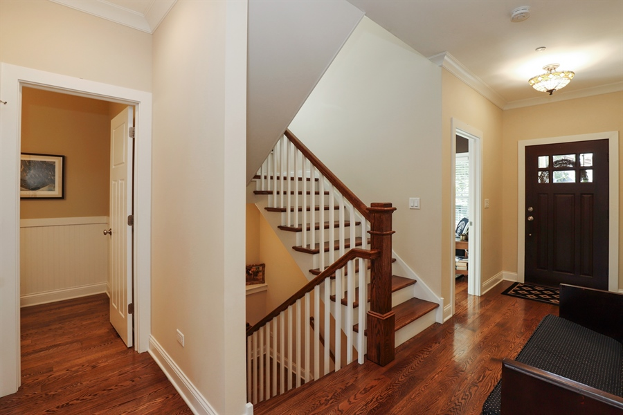 Real Estate Photography - 924 Wheeler, Libertyville, IL, 60048 - Foyer