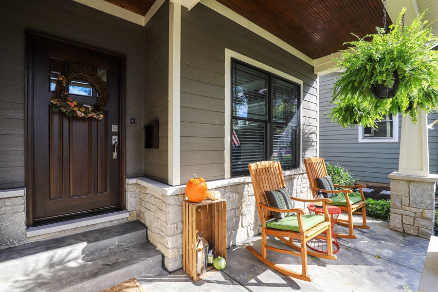 Real Estate Photography - 924 Wheeler, Libertyville, IL, 60048 - Porch