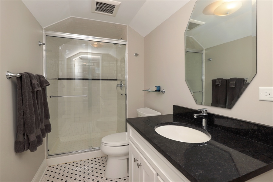 Real Estate Photography - 924 Wheeler, Libertyville, IL, 60048 - Bathroom