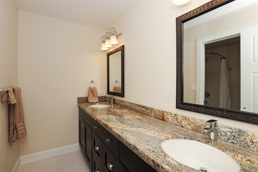 Real Estate Photography - 924 Wheeler, Libertyville, IL, 60048 - 2nd Bathroom
