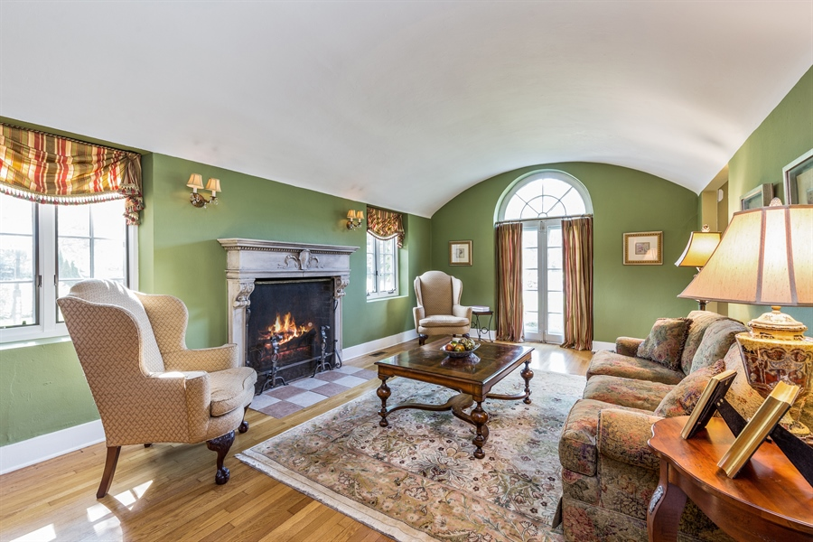 Real Estate Photography - 293 Longcommon Rd, Riverside, IL, 60546 - Living Room