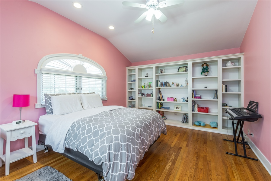 Real Estate Photography - 293 Longcommon Rd, Riverside, IL, 60546 - Bedroom