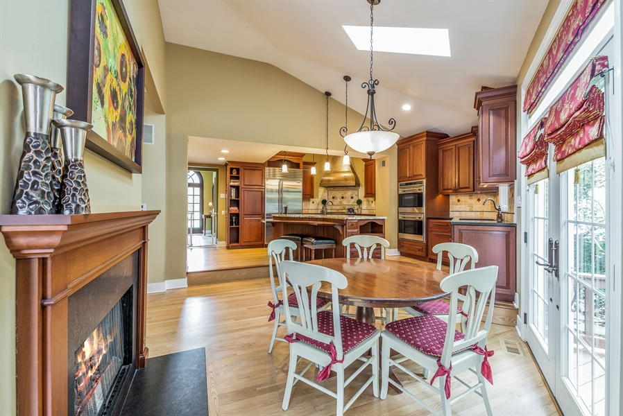 Real Estate Photography - 293 Longcommon Rd, Riverside, IL, 60546 - Kitchen / Breakfast Room