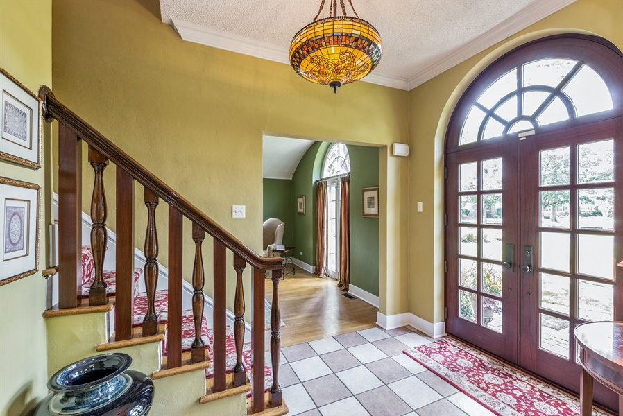 Real Estate Photography - 293 Longcommon Rd, Riverside, IL, 60546 - Foyer