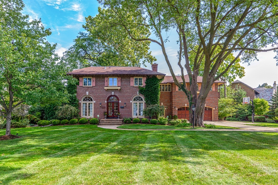 Real Estate Photography - 293 Longcommon Rd, Riverside, IL, 60546 - Front View