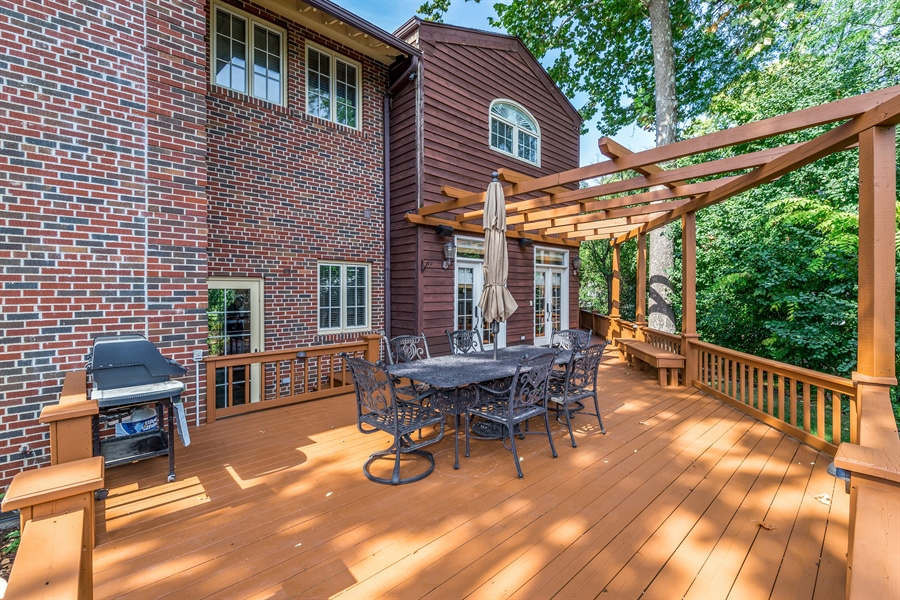 Real Estate Photography - 293 Longcommon Rd, Riverside, IL, 60546 - Deck