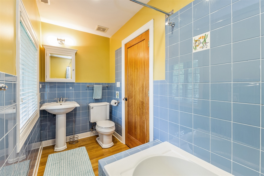 Real Estate Photography - 293 Longcommon Rd, Riverside, IL, 60546 - Bathroom