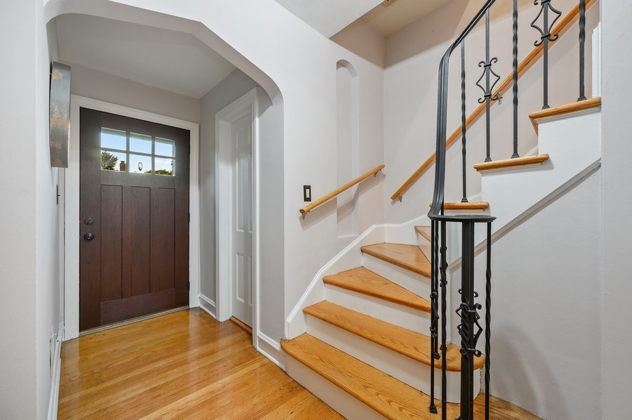 Real Estate Photography - 1210 Woodbine Ave, Oak Park, IL, 60302 - Foyer