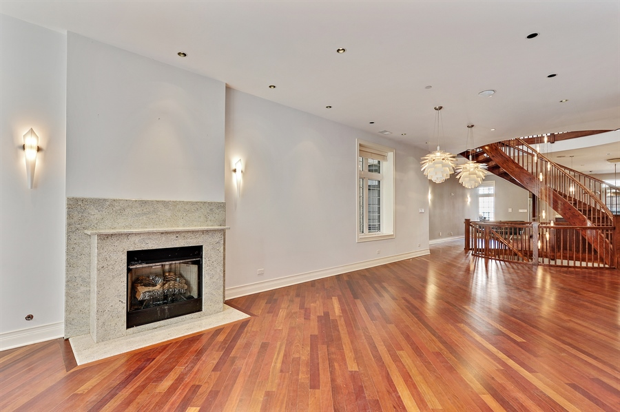 Real Estate Photography - 550 W Oakdale Ave, Chicago, IL, 60657 - Living Room