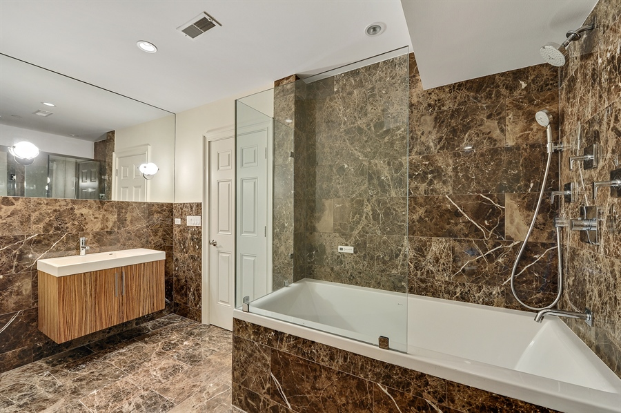 Real Estate Photography - 550 W Oakdale Ave, Chicago, IL, 60657 - 4th Bathroom