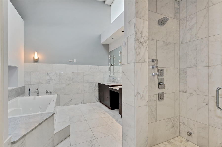 Real Estate Photography - 550 W Oakdale Ave, Chicago, IL, 60657 - Master Bathroom