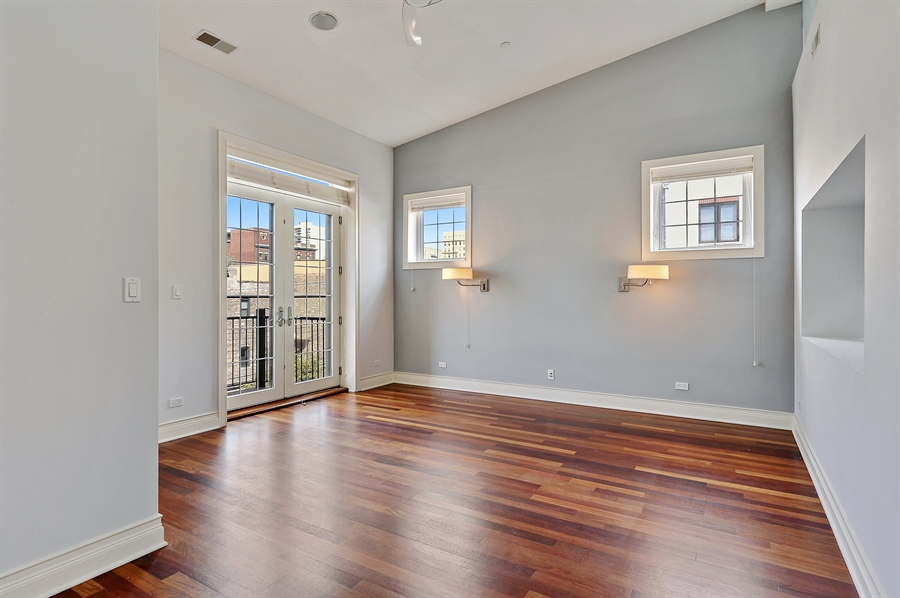 Real Estate Photography - 550 W Oakdale Ave, Chicago, IL, 60657 - Master Bedroom