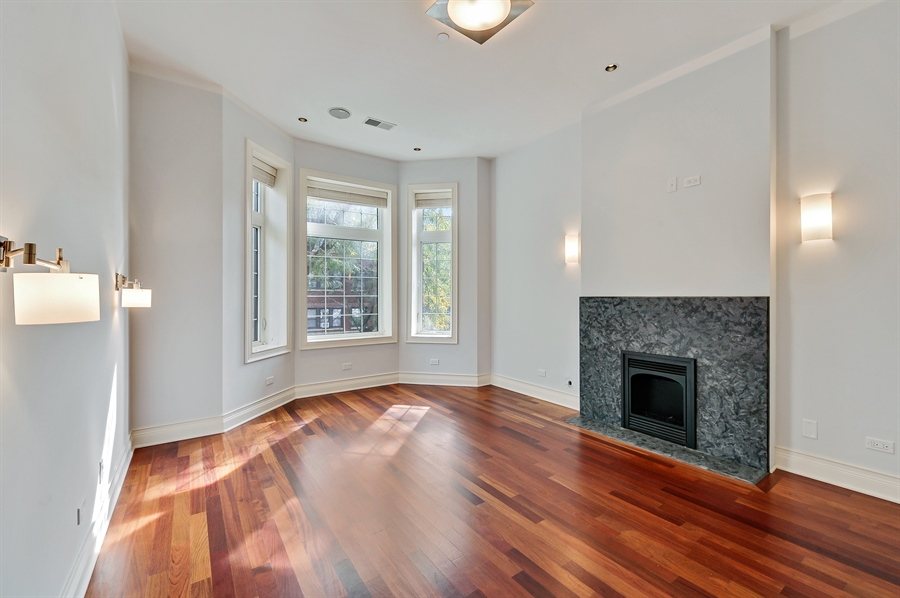 Real Estate Photography - 550 W Oakdale Ave, Chicago, IL, 60657 - 2nd Bedroom