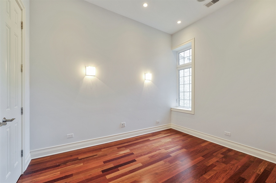 Real Estate Photography - 550 W Oakdale Ave, Chicago, IL, 60657 - 4th Bedroom