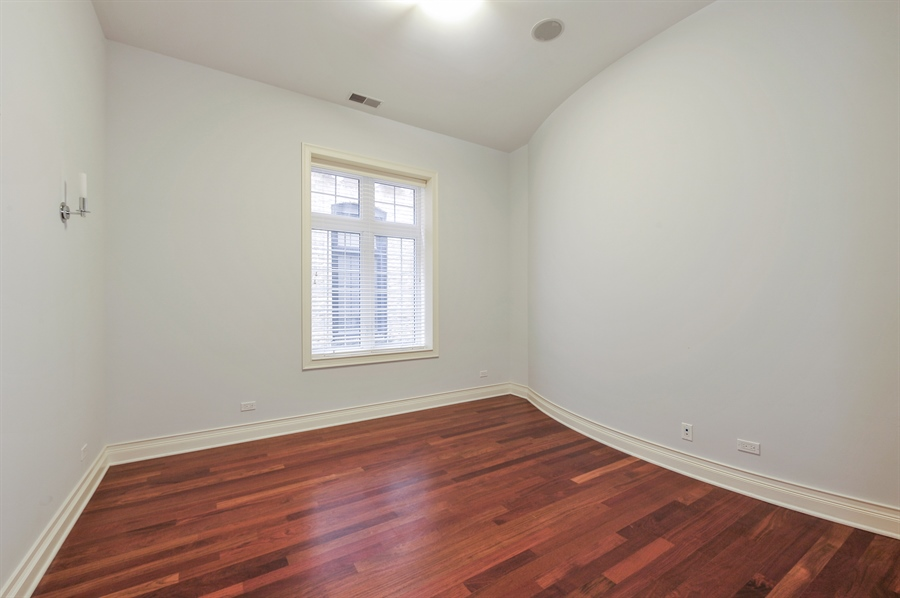 Real Estate Photography - 550 W Oakdale Ave, Chicago, IL, 60657 - 3rd Bedroom