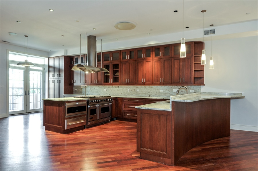 Real Estate Photography - 550 W Oakdale Ave, Chicago, IL, 60657 - Kitchen