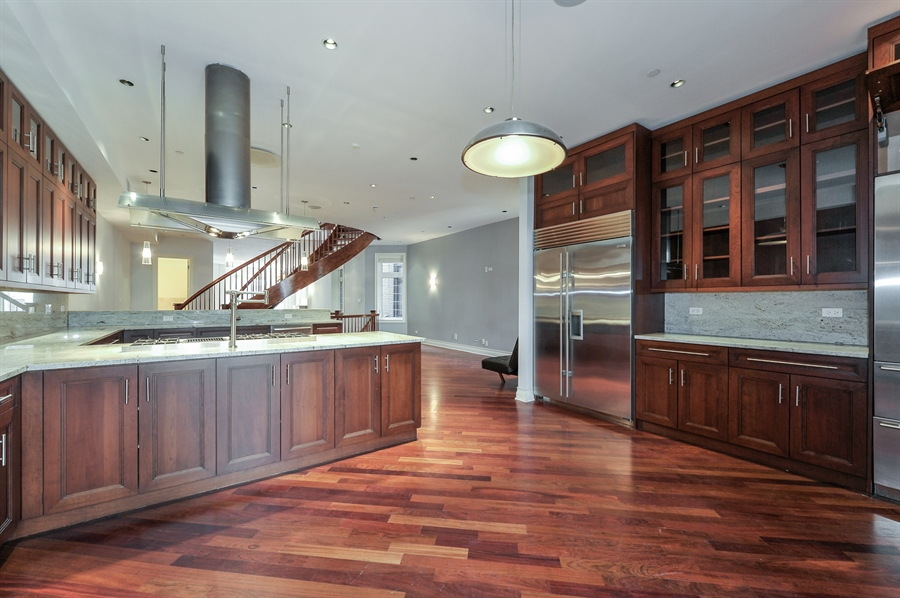 Real Estate Photography - 550 W Oakdale Ave, Chicago, IL, 60657 - Kitchen / Breakfast Room