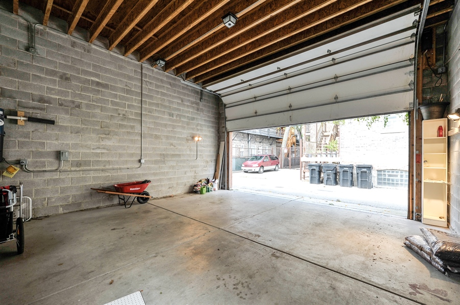 Real Estate Photography - 550 W Oakdale Ave, Chicago, IL, 60657 - Garage