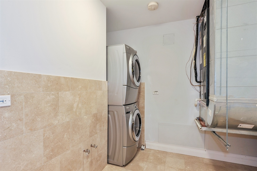 Real Estate Photography - 550 W Oakdale Ave, Chicago, IL, 60657 - Laundry Room
