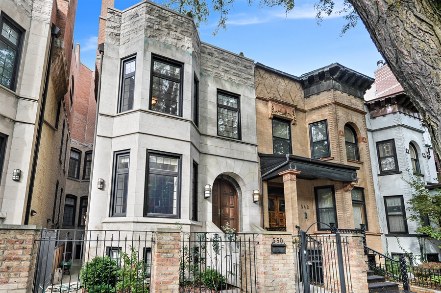 Real Estate Photography - 550 W Oakdale Ave, Chicago, IL, 60657 - Front View