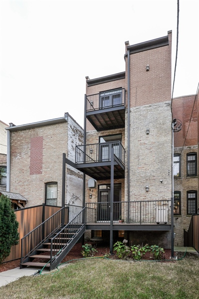 Real Estate Photography - 550 W Oakdale Ave, Chicago, IL, 60657 - Rear View