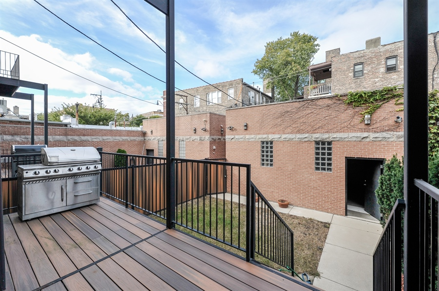 Real Estate Photography - 550 W Oakdale Ave, Chicago, IL, 60657 - Deck