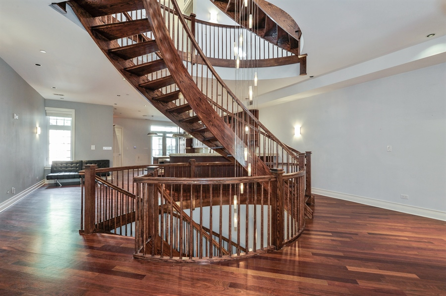 Real Estate Photography - 550 W Oakdale Ave, Chicago, IL, 60657 - Staircase