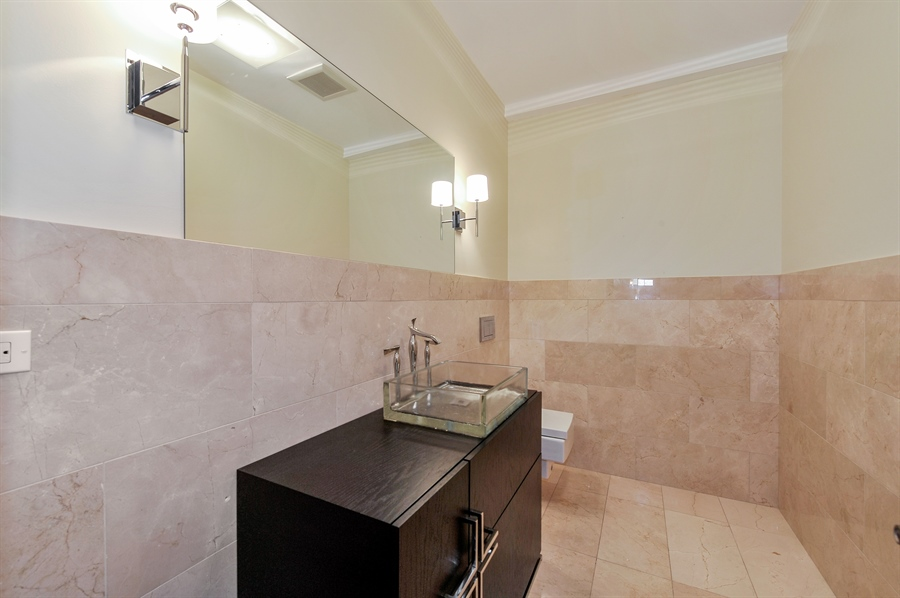 Real Estate Photography - 550 W Oakdale Ave, Chicago, IL, 60657 - Half Bath